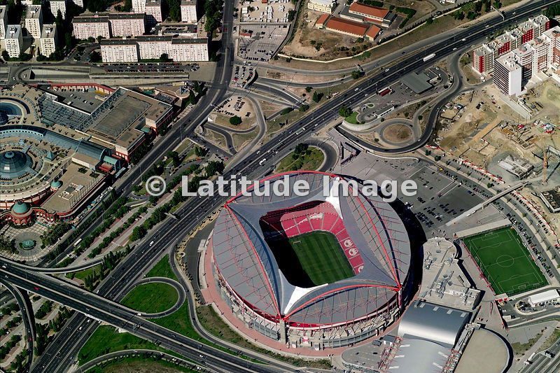 Latitude image est dio da luz benfica aerial photo for Piso 0 estadio da luz