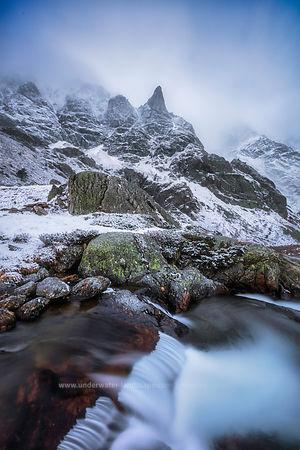 pyrenees ariegeoises-Ruisseau de montagne-brouillard