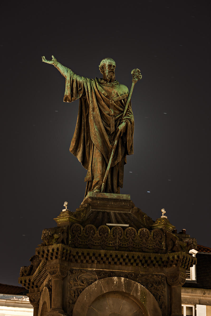 phototh que arnaud frich statue d 39 urbain ii de nuit clermont ferrand. Black Bedroom Furniture Sets. Home Design Ideas