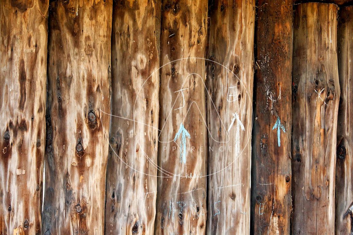 ann e 2016 texture bois poteaux palissade bois apparence. Black Bedroom Furniture Sets. Home Design Ideas