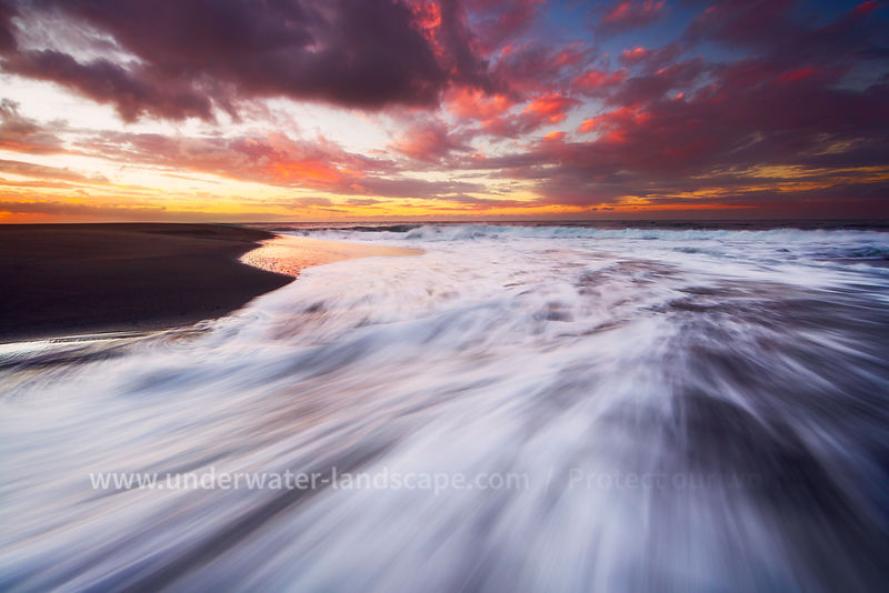 foam of the sea waves - sunset on the reunion island-gabriel Barathieu- underwater and landscape photographer