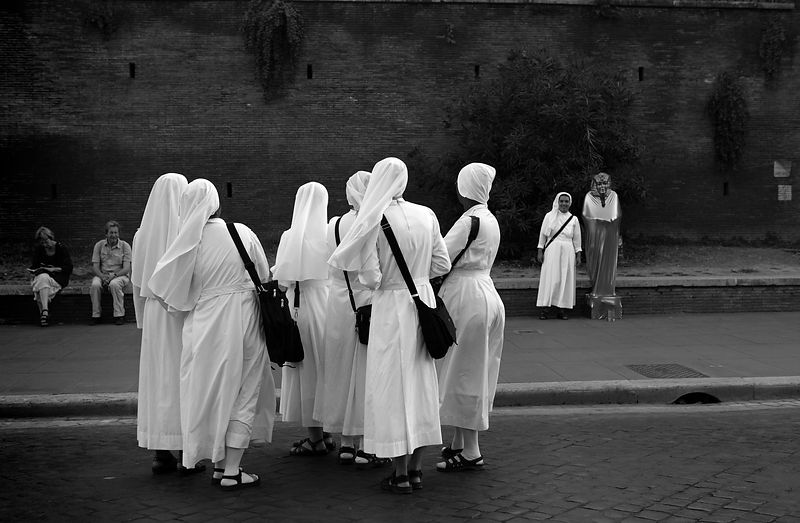 nuns_bw_2682