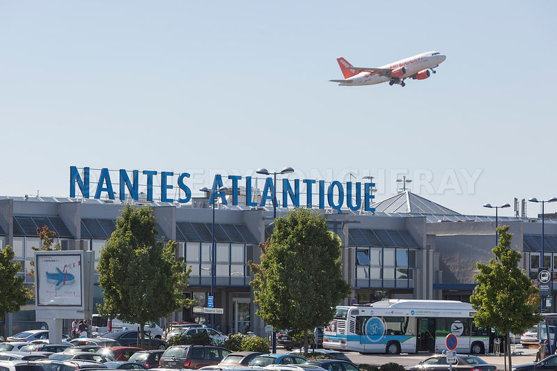 photos photo de la facade de l aeroport de nantes atlantique. Black Bedroom Furniture Sets. Home Design Ideas