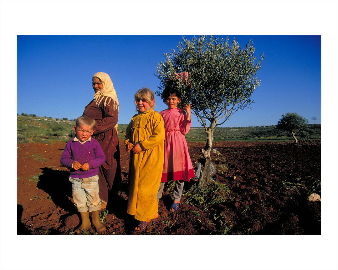 Alfred yaghobzadeh photography a palestinian family for Photography prints for sale