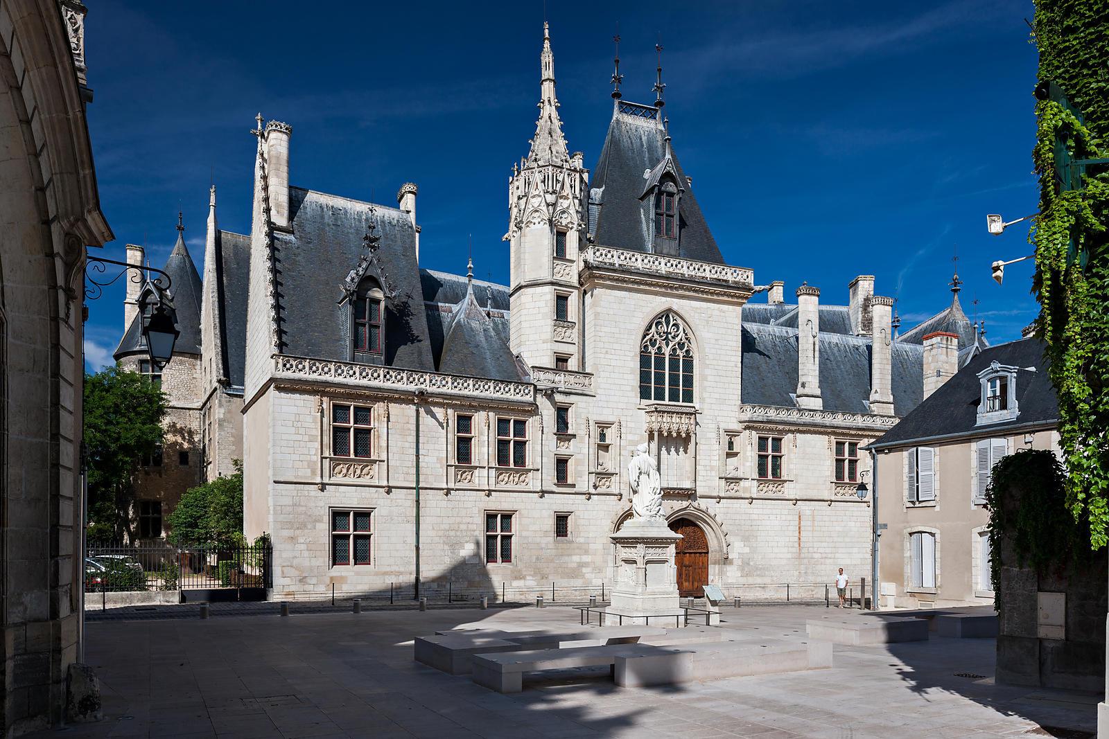 Phototh que arnaud frich palais et statue jacques coeur for Bo architecture 4 1