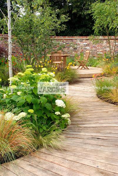 terrasse dans un jardin anglais alle en bois designer mike harvey hcsf
