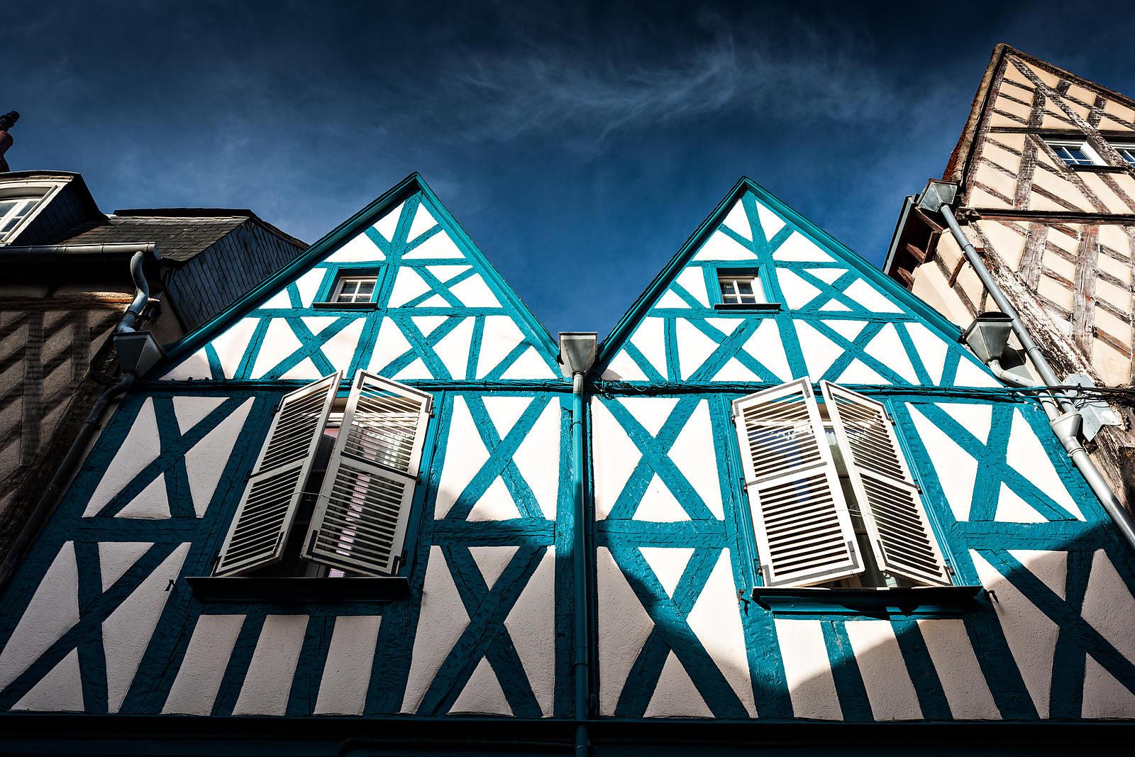 phototh que arnaud frich fa ade d 39 une maison colombage bleue rue bourbonnoux bourges. Black Bedroom Furniture Sets. Home Design Ideas
