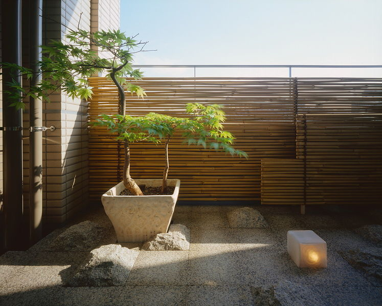 Michael freeman photography balcony garden for Balcony zen garden ideas
