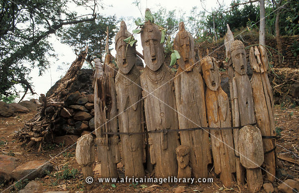 Photos and pictures of konso waga carved wooden grave