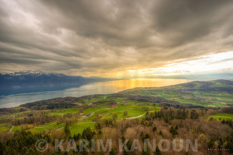 Mont Pèlerin - Dramtic sky with a golden whole in the clouds