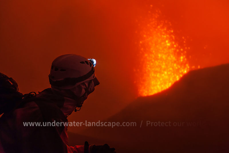 picture by night of the eruption of a volcano in piton de la fournaise -Magma-gabriel barathieu