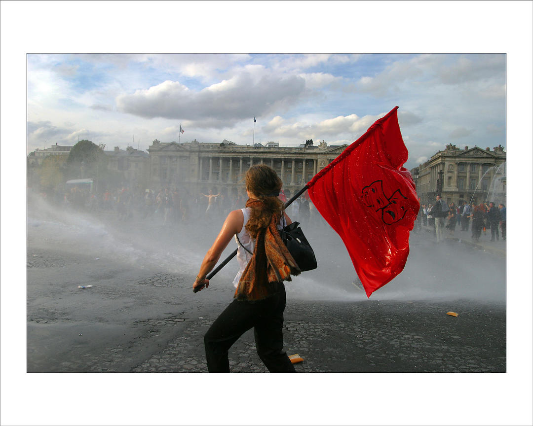 Alfred yaghobzadeh photography protesters clash with for Photography prints for sale