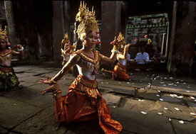 Khmer dancers