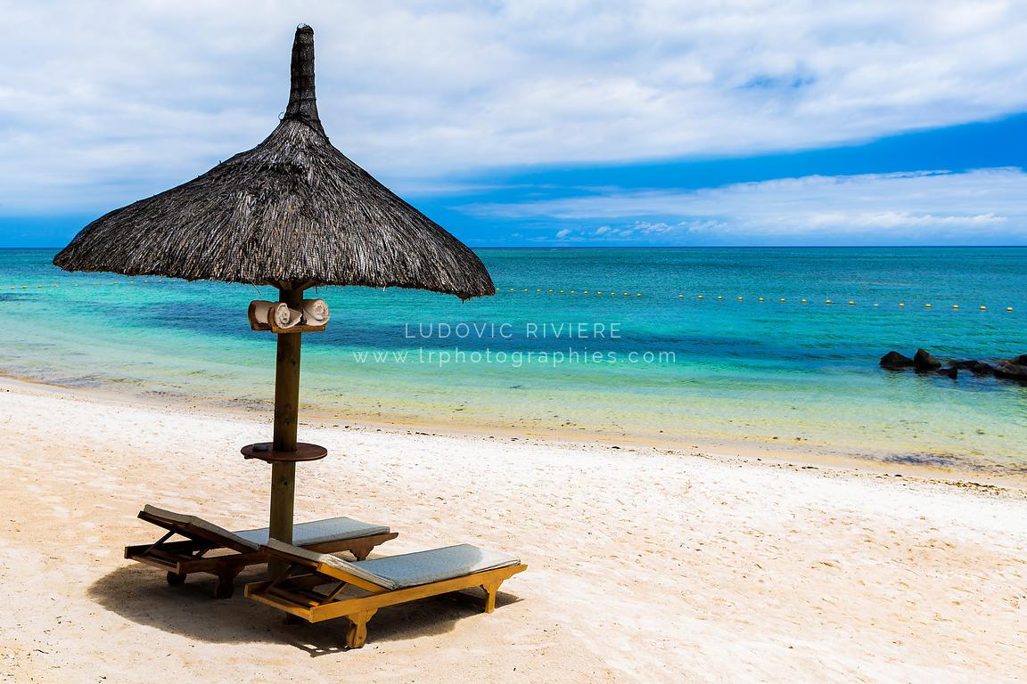 photo transat sur une plage de sable blanc ile maurice. Black Bedroom Furniture Sets. Home Design Ideas