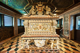 Princess Santa Joana&#x27;s magnificent tomb (18th century) by Joo Antunes. Aveiro museum