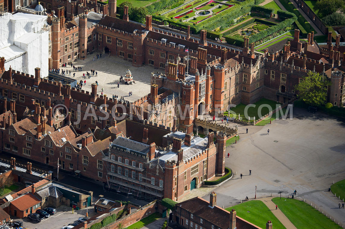 13356038 likewise Wells138big together with 6387a69c 61db 11e3 B2f8 731f022ee189 Aerial View Of H ton Court Palace as well Uk Wales 17861853 further Medieval castle layout. on castle gatehouse
