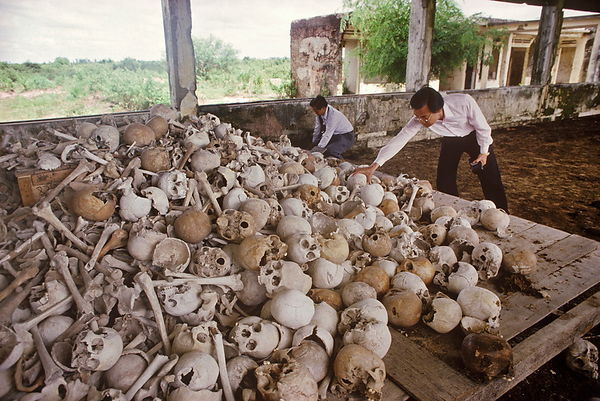 Haing Ngor and Dith Pran visiting pile of skulls