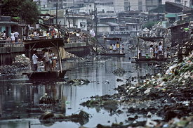 Makeshift ferries on a canal running thorugh the slum disrtrict of Tondo, Manila, Philippines