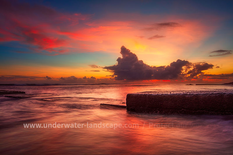 red sunset on the reunion island-gabriel Barathieu- underwater and landscape photographer