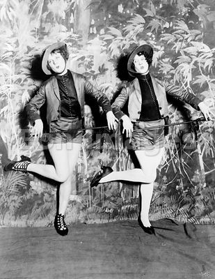 Vaudeville dancers on stage