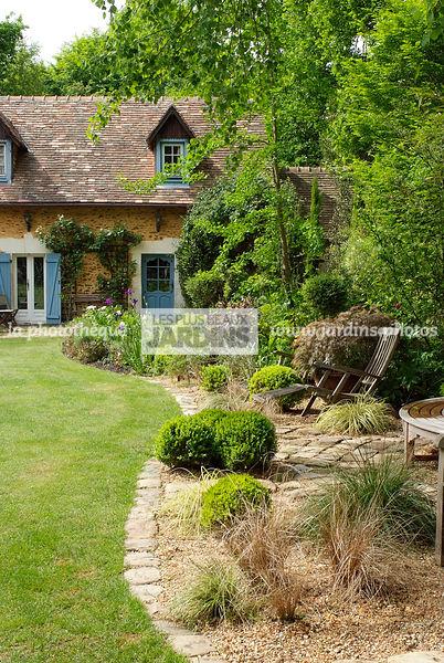 la phototh que les plus beaux jardins maison de campagne fa ade jardin du petit bordeaux. Black Bedroom Furniture Sets. Home Design Ideas
