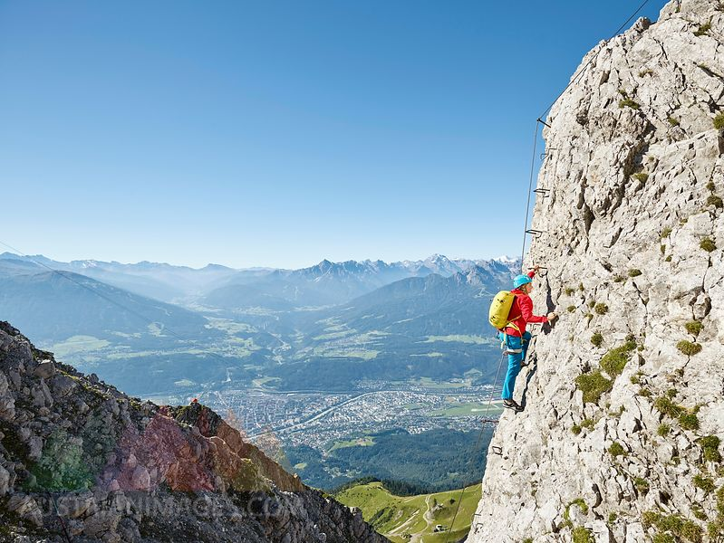 Klettersteig Innsbruck : Austrianimages.com nordkette innsbruck klettersteig kletterin am