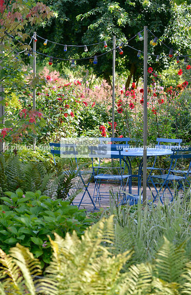 la phototh que les plus beaux jardins coin repas dans. Black Bedroom Furniture Sets. Home Design Ideas