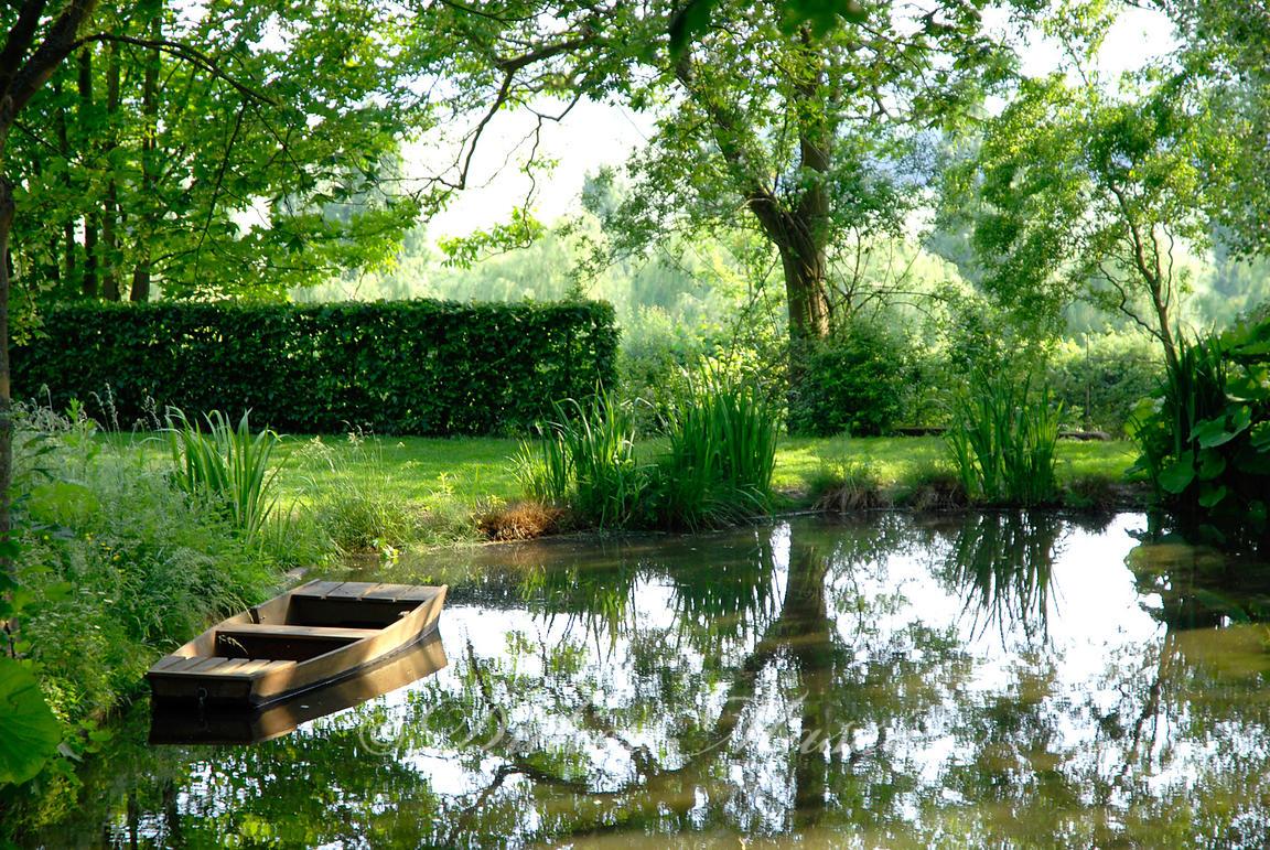 clich s amass s didier mass etang avec barque le jardin de campagne grisy les pl tres val. Black Bedroom Furniture Sets. Home Design Ideas