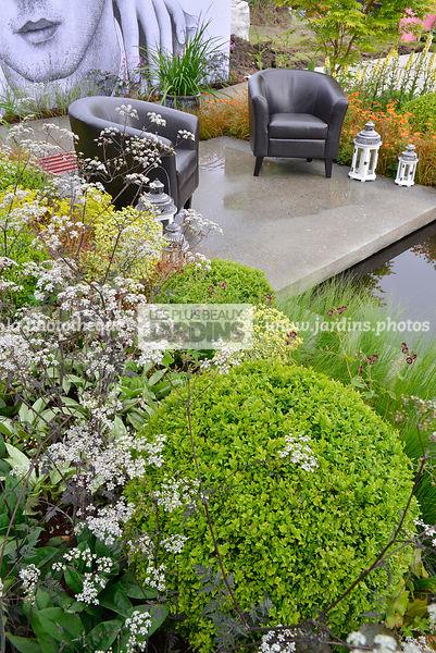 la phototh que les plus beaux jardins terrasse contemporaine association de vivaces et. Black Bedroom Furniture Sets. Home Design Ideas