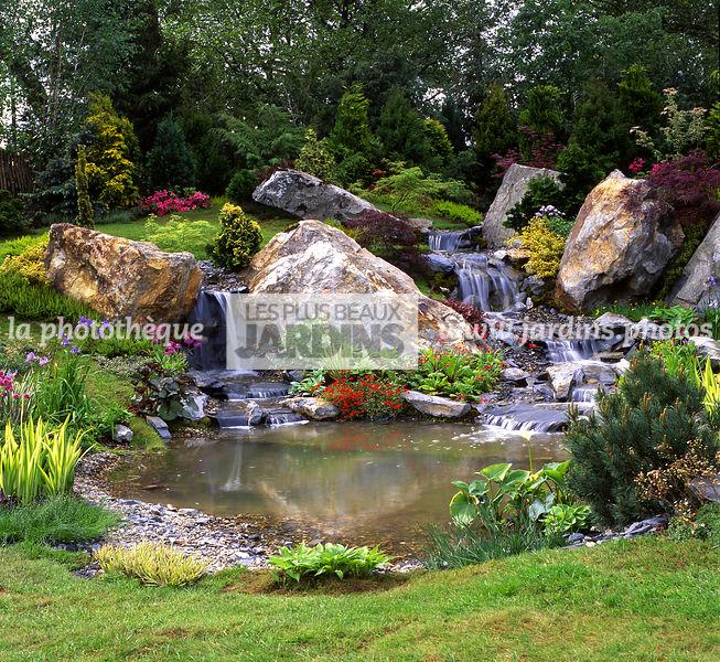 la phototh que les plus beaux jardins bassin rocaille cascade pelouse plante aquatique. Black Bedroom Furniture Sets. Home Design Ideas