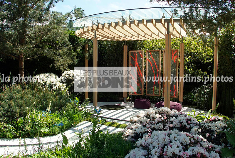la phototh que les plus beaux jardins pergola en bois jardin contemporain paysagiste. Black Bedroom Furniture Sets. Home Design Ideas