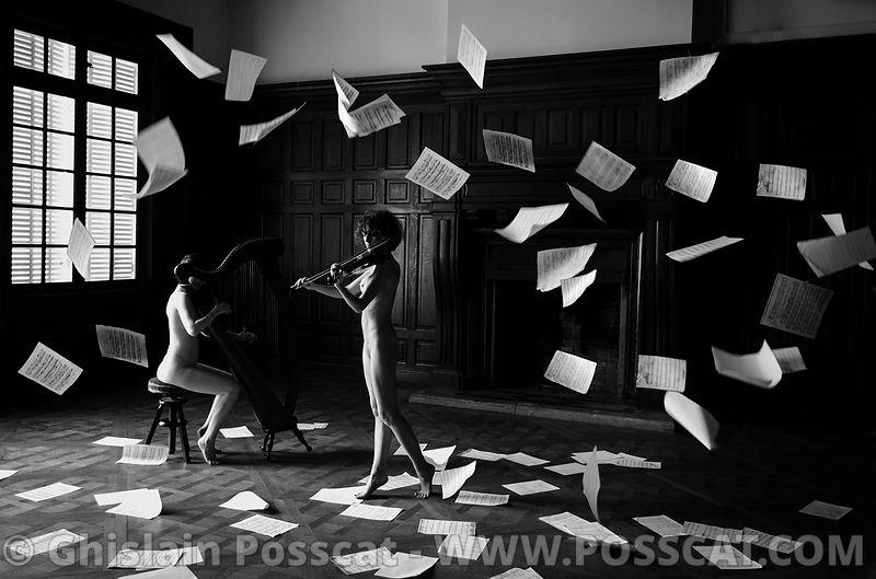 Nu artistique -harpiste nue-violoniste nu - musiciennes nues - Ghislain Posscat-chateau ephemere- photo de nu artistique - Chateau ephemere