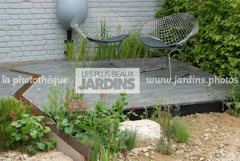 La Phototheque Les Plus Beaux Jardins Terrasse Dallee Au Milieu