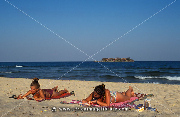 Index together with  additionally Product info additionally 73 Olla Induccion Skk Serie Titanio together with Beba260a Ee89 11e1 92d1 00259030440e Tourists Sunbathing On The Beach Kande Beach Lake Malawi Mal. on product id 92