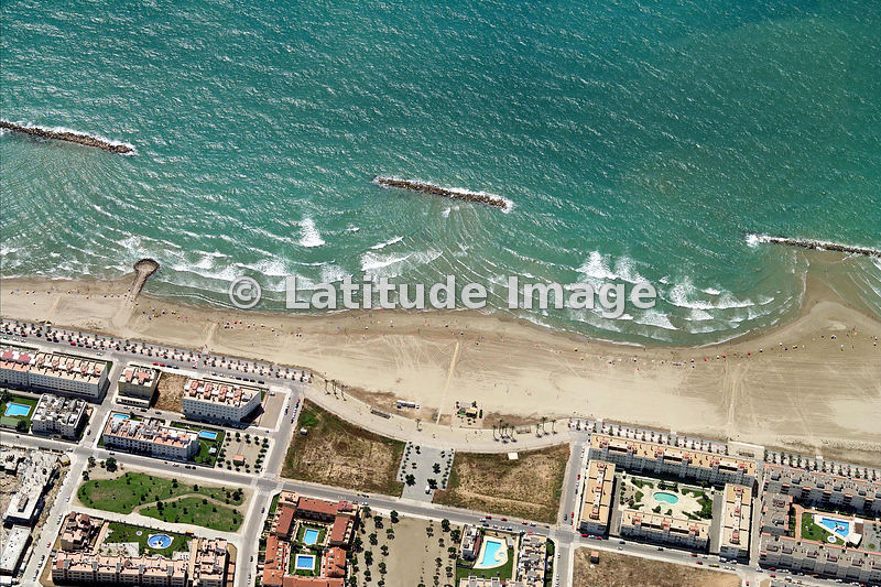 Latitude image beach at vilanova i la geltr aerial photo for Piscina vilanova i la geltru