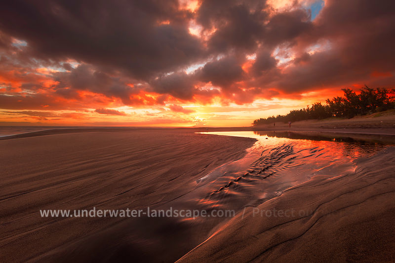 sunlight of the sunset on the reunion island-gabriel Barathieu- underwater and landscape photographer