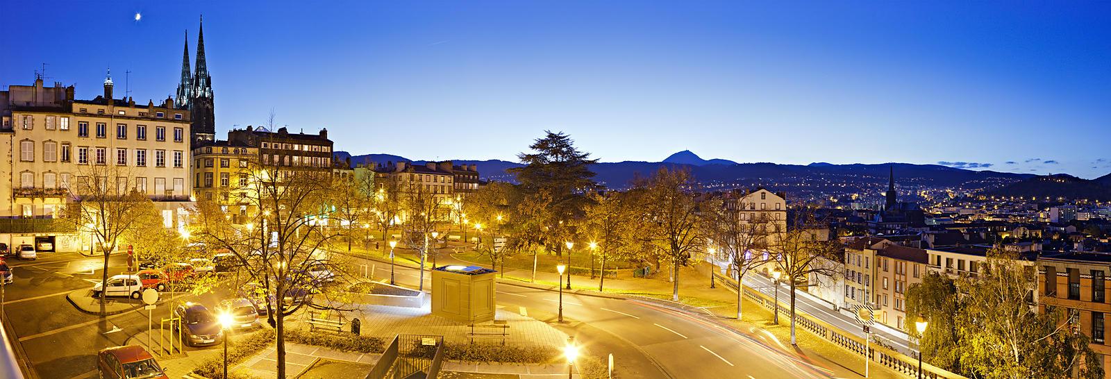 Phototh Que Arnaud Frich Place De La Poterne Au Cr Puscule Clermont Ferrand