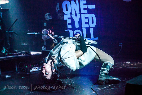One-Eyed Doll, last night of the Visions tour… all eyes on One-Eyed Doll!