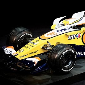 2008 F1 - Renault R28 Launch Paris photos