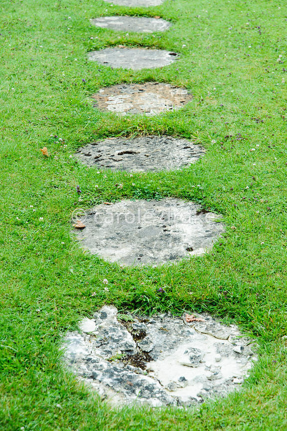 Awesome Circular Stone Paving Slabs Form A Path Across The Lawn Of The Topiary  Garden. Rodmarton