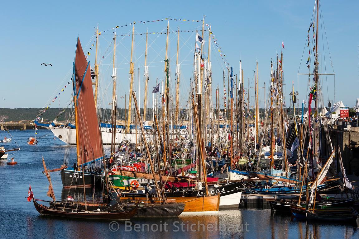 Benoit stichelbaut photographe f tes maritimes brest 2016 14 juillet 2016 ambiances dans les - Restaurant port de commerce brest ...