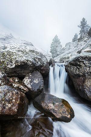 pyrenees ariegeoises-Ruisseau enneigé