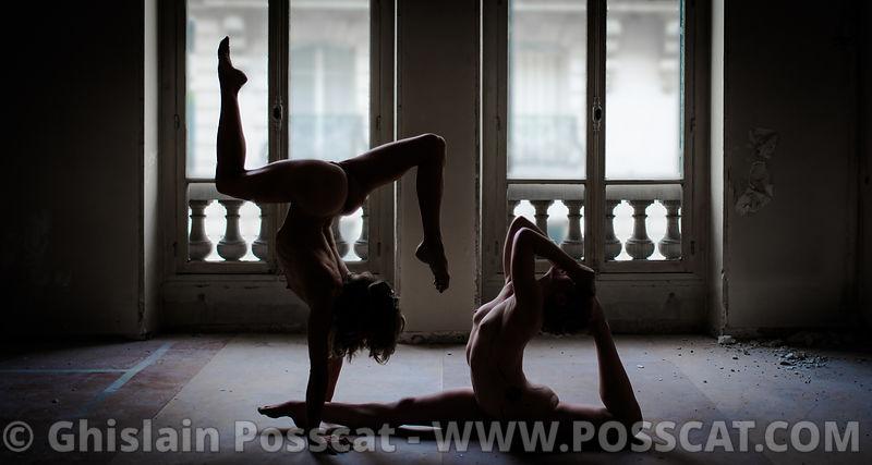 acrobate nue - contorsionniste nue - yoga nu - yoga nue - nurbex - équilibriste nue – sexy yoga - Ghislain Posscat - photographe de nu - Nu artistique -