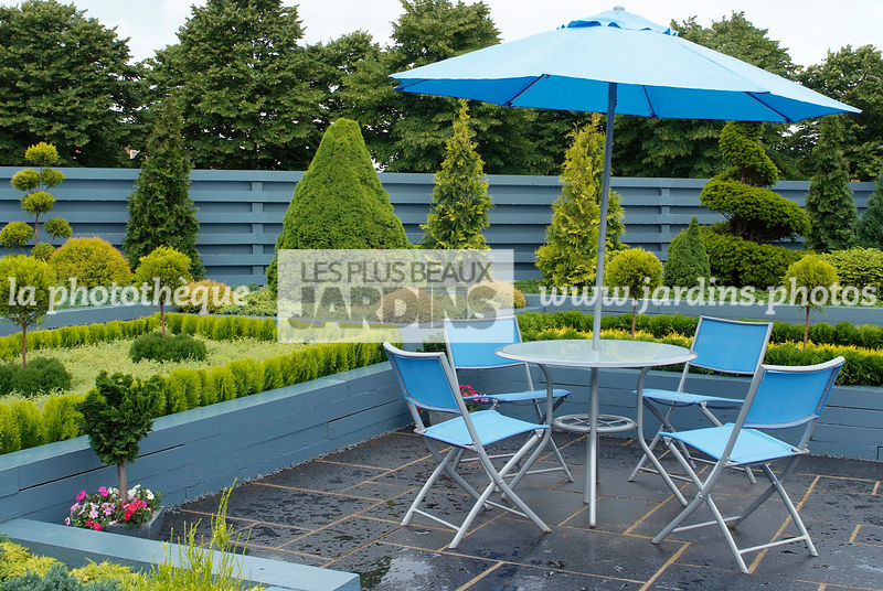 la phototh que les plus beaux jardins meuble de jardin table et chaise parasol jardin de. Black Bedroom Furniture Sets. Home Design Ideas